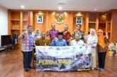 Kunjungi Sulteng, Forkom Koperasi Serahkan Bantuan ke Pengungsi Korban Tsunami