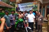 Ridwan Hisjam Kembali Serahkan Bantuan Motor Sampah untuk Warga Malang
