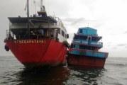 FOTO Bakamla Amankan 2 Kapal Sedang Transfer BBM Ilegal