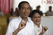 FOTO Jokowi Menggunakan Hak Pilihnya