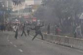 FOTO Demo di Depan Gedung DPR Berakhir Ricuh