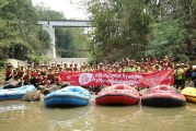 FOTO Multi Bintang Bersihkan Berton-ton Sampah di Sungai Cisadane