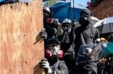 Meski Diancam Polisi, Ratusan Demonstran Tetap Bertahan di Kampus