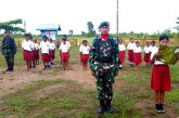 Tanamkan Jiwa Nasionalisme, Prajurit TNI Gelar Upacara Bendera di SD Perbatasan RI-PNG