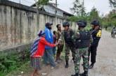 Prajurit Satgas Yonif 514 dan Brimob Polri Pastikan Keamanan Jayawijaya Kondusif