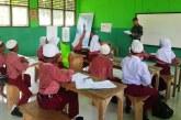 Prajurit TNI Jadi Guru di Maluku