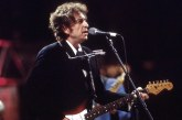 Karya Musik Bob Dylan Lahir dari Ketekunannya Membaca Buku