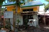 Prajurit TNI Bantu Bangun Rumah Dinas Guru di Maluku