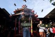 FOTO  Cap Go Meh di Vihara Dharma Bhakti