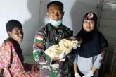 Prajurit TNI Bantu Persalinan Ibu Melahirkan di Papua