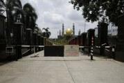 FOTO Masjid Kubah Emas Tidak Gelar Salat Jumat