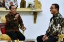 Kolaborasi Jokowi-Anies Beri Bansos kepada Warga Jakarta Terdampak Corona