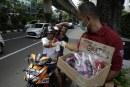 FOTO Forkoci Jakarta Bagikan 500 Masker Non Medis