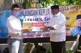 BNPB Gandeng DPR Berikan Sembako ke Masyarakat Cirendeu