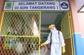 FOTO PMI Lakukan Penyemprotan Disinfektan di SDN Tangerang 1