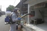 FOTO Penyemprotan Disinfektan di Permukiman Warga