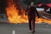 FOTO Unjuk Rasa Tolak UU Cipta Kerja di Jakarta Ricuh