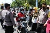 Operasi Yustisi, Polisi Bagi-bagi Bibit Buah untuk Warga yang Taat Prokes