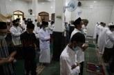 FOTO Umat Islam Laksanakan Salat Idulfitri 1442 H di Musholla Al-Anwar, Jakarta