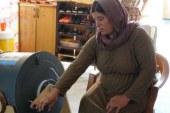 Mesin Cuci Tanpa Listrik yang Diputar dengan Tangan