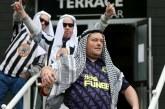 Newcastle Minta Fans Tak Lagi Berdandan Kearabaraban